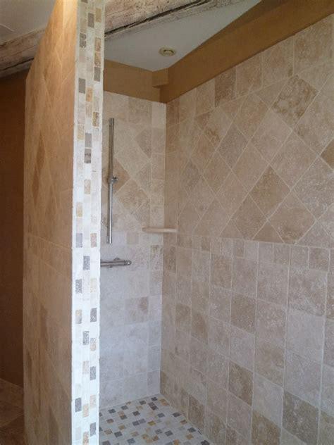mosaique naturelle salle de bain salle de bains en pierres naturelles azur agencement