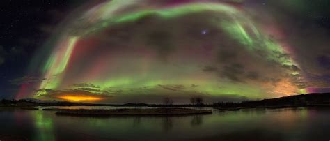 lights that look like sunlight northern lights tour from reykjavik by minibus guide to