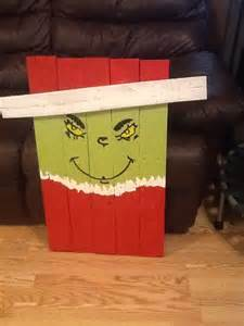 Grinch Christmas Pallet Projects
