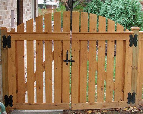 good neighbor spaced sabre arch gate  elyria fence