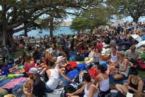 mrs macquaries chair nye new year s crowd building at mrs macquarie s chair