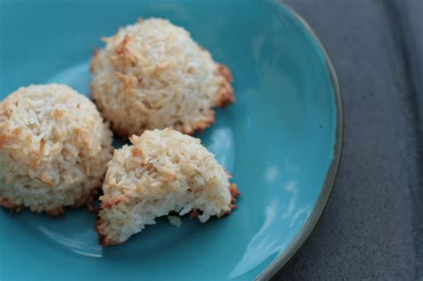 Fat Burning Kitchen Cookies Macaroons And Strawberry