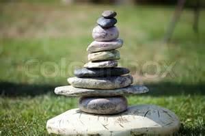 Steine Aufeinander Gestapelt by Steine Aufeinander Gestapelt Vor Dem Hintergrund Des