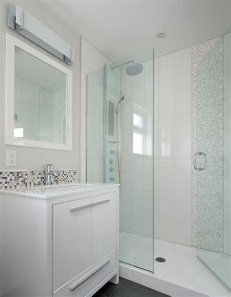 kleines badezimmer fliesen kleines badezimmer dusche glastuer weisse fliesen