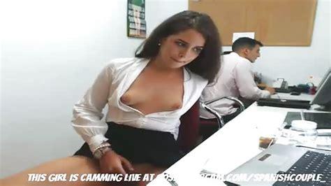 Un Mec La Surprend à Se Masturber Au Bureau Porndroidscom