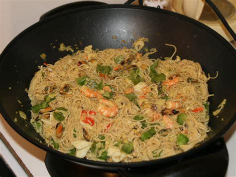 cuisine au wok facile wok de le mer et ses nouilles chinoises lacuisinefacile com