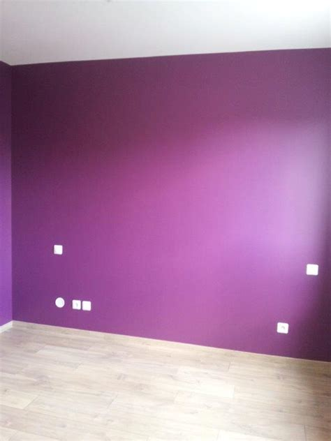 peinture pour mur de chambre décoration de la chambre parentale peinture couleur prune et