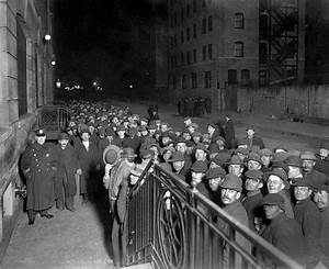 U.S. NYC homeless lining up for doors of city's municipal ...