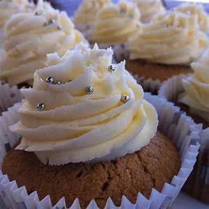 Cupcakes Mit Füllung : sekt cupcake mit sahne f llung cupcakes ~ Eleganceandgraceweddings.com Haus und Dekorationen