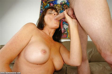 Naughty Mature Lady In Glasses Gets Her Pussy Fingered And