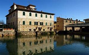 Bagno Vignoni  Spa And Tourism In The Heart Of Val D U0026 39 Orcia