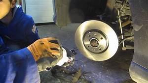 Changer Les Plaquettes : changer les plaquettes et les disques de frein avant sur une peugeot 308 sw youtube ~ Maxctalentgroup.com Avis de Voitures