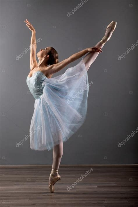 young ballerina in ballet pose classical dance — Stock ...