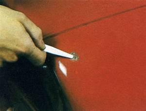 Retouche Peinture Auto : petites retouches de peinture de carrosserie d une voiture ~ Carolinahurricanesstore.com Idées de Décoration