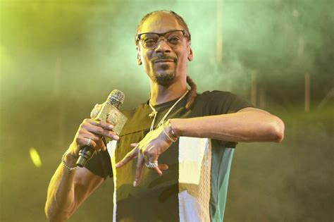 snoop dogg invests  toronto based seed  sale cannabis