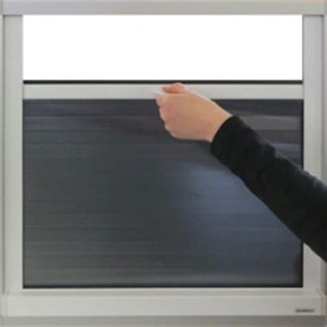 Sichtschutz Fenster Zum Hochziehen by Unten Nach Oben Ausfahrende Rollos Jalousien