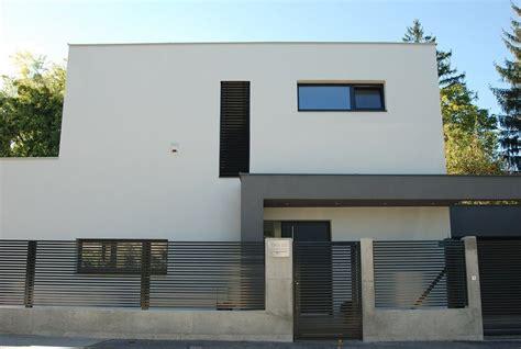 Moderne Häuser Mit Zaun by Linea Guardi 214 Sterreich Lamellenzaun Schwarz Aluzaun