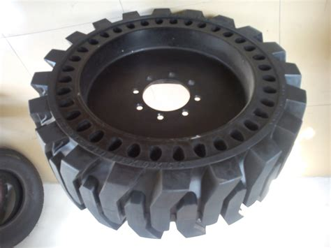 Skid Steer Solid Tyres 12-16.5, 33x6x11 Cured On Solid
