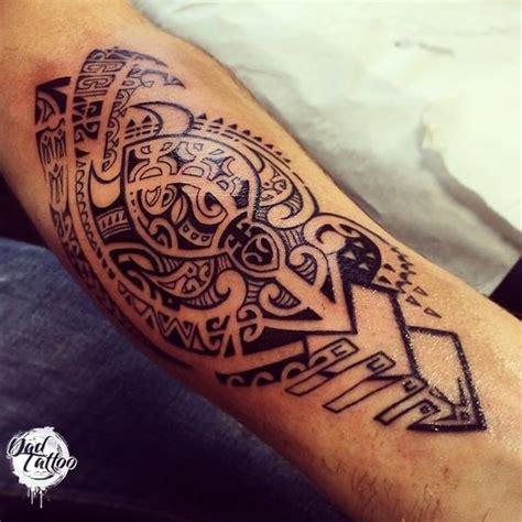 tatouage maorie avant bras dessin cochese tattoo