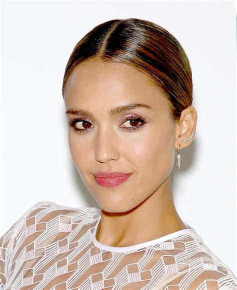 Jessica Alba Chignon - Jessica Alba Looks - StyleBistro