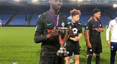 Ghanaian youngster Paul Apiah wins 2018 Floodlit trophy ...