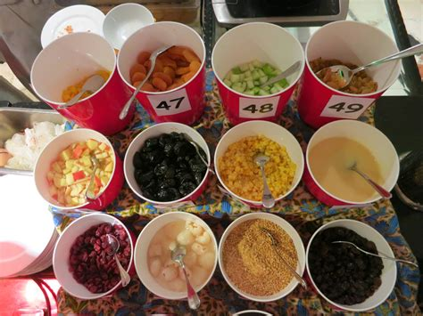 (this term, 印度煎饼, is the simplified form of 印度煎餅.) notes: 小小食界 Eatz a Small World: 49种印度煎饼庆祝49周年国庆