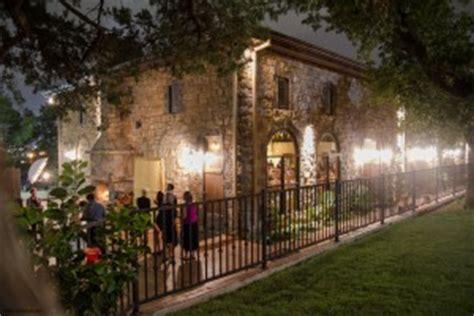 castle falls oklahoma city  rustic wedding guide