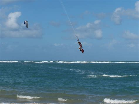 Don't know which kiteboarding school to choose? Check out ...
