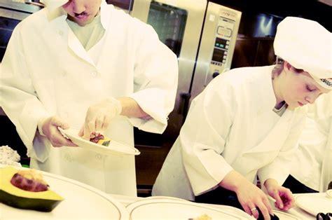 tenue cuisine ensemble pour les restos un repas pour tous