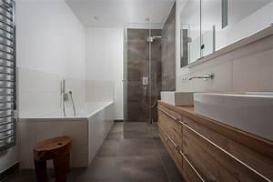 Bad Mit Holz : bad mit holz haus design m bel ideen und innenarchitektur ~ Sanjose-hotels-ca.com Haus und Dekorationen