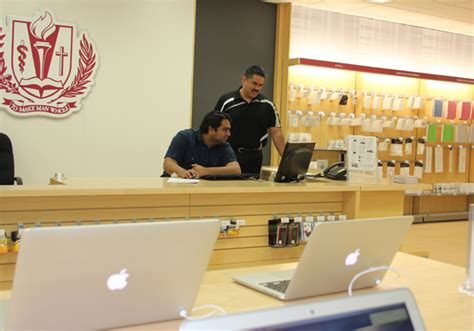 New Barnes & Noble Campus Store Includes Authorized Apple