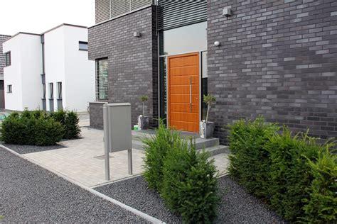 Vorgärten Modern Gestalten by Homely Ideas Vorgarten Modern Gestalten Mit Carport