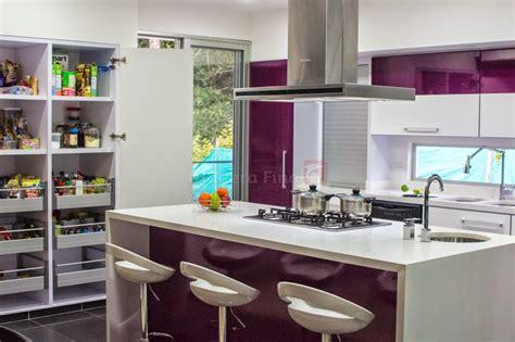 cocina moderna en pereira morado  blanco cocinas