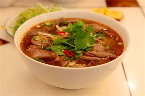 cuisine vietnamienne pho bun bo hue la soupe du centre nam viet voyage