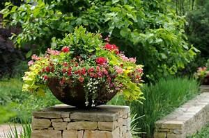 Blumentöpfe Aus Stein : blument pfe im garten bepflanzen tipps arrangments ~ Lizthompson.info Haus und Dekorationen