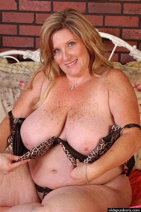 Fatty Mature Deedra Reveals Her Very Massive Natural