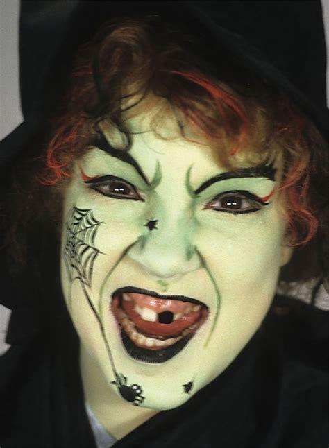 hexe schminken anleitung schminken schminkideen schminktipps gesichter make up magazin