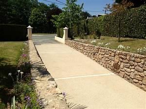 Demandez un devis de beton desactive pour votre cour for Revetement tour de piscine 14 beton desactive ou beton lave decoratif