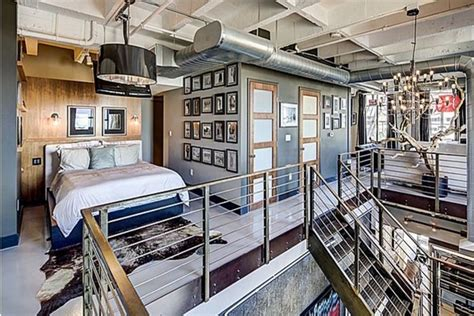 2 Story loft in Corner of Hollywood & Vine