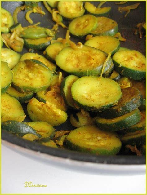 cuisiner les courgettes à la poele poêlée de courgettes au curcuma beau et bon ddcuisine