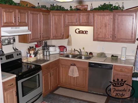 Kitchen Cabinets Cleaning by Cleaning And Organizing Kitchen Cabinets 101 A Proverbs
