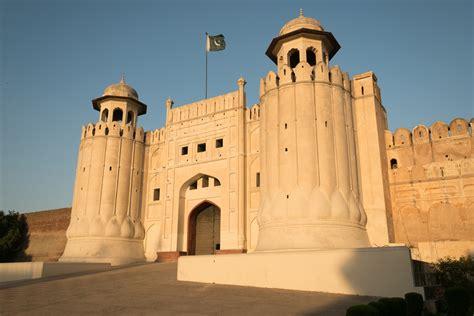 Lahore Fort Complex: Alamgiri Gate   Alamgiri Gate ...