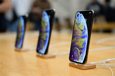 the 1 249 iphone xs only costs apple 443