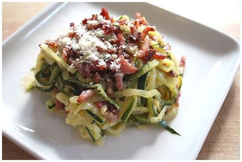 comment cuisiner une courgette spaghetti spaghetti de courgette à la carbo recettes cookéo
