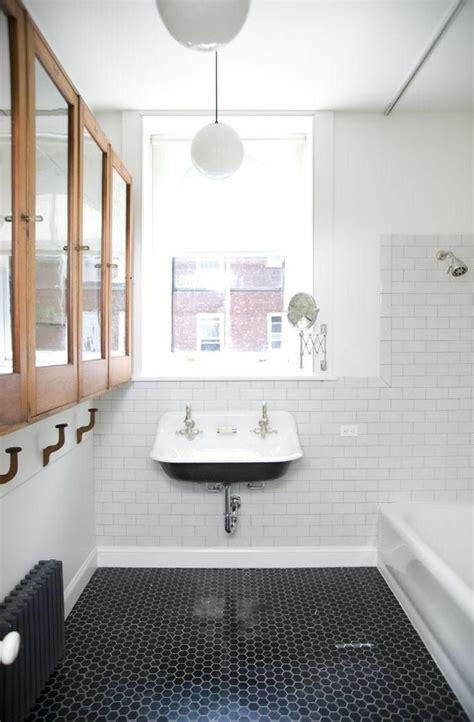 la salle de bain noir  blanc les dernieres tendances