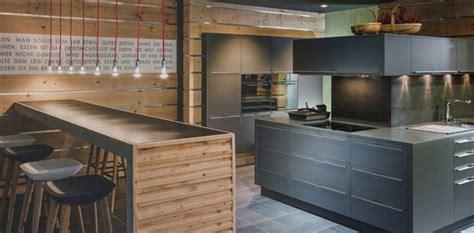 cuisine en bois brut deitsch cuisines aménagement de votre cuisine placards