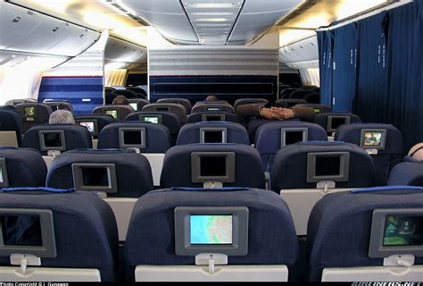 interieur d un boeing 777 boeing 777 222 er united airlines aviation photo 0833220 airliners net