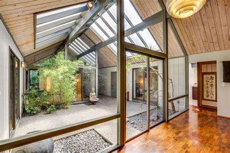 enclosed courtyard house decor modern