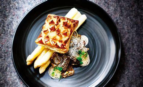 cuisiner les morilles fraiches recette de feuilleté d asperges aux morilles fraîches par