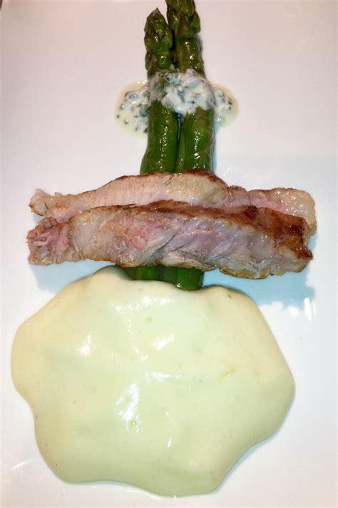 comment cuisiner un roti de veau agneau de lait rôti et asperges vertes la moutonnerie
